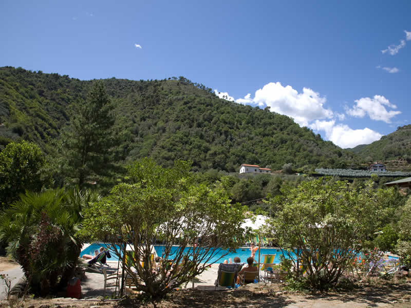 Solarium camping delle rose with piscine nervia valley for Camping delle piscine sarteano